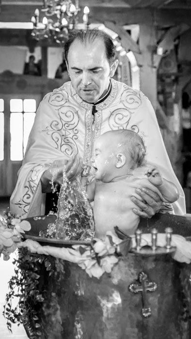 Fotograf Botez Bucuresti, bebelus in cadelnita